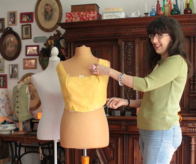 Ajustage d'une toile pour une robe corsetée
