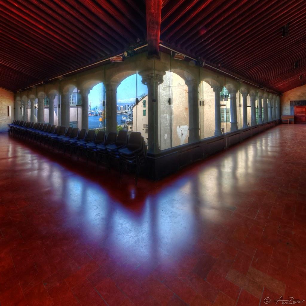Genova, Santa Maria di Castello 2013-08-13 113114 square