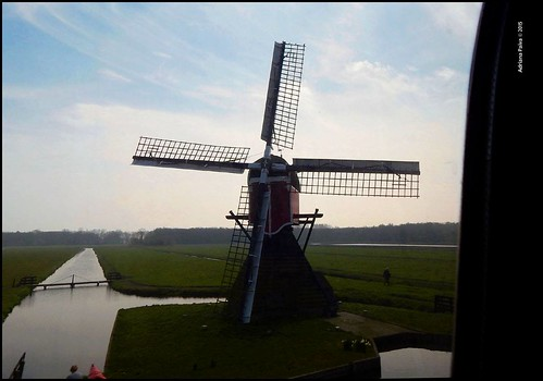 De Haia a Amsterdam Netherlands Países Baixos Europa europeia primos cidadãos europeus estação estações de trem trens europeias moinho moinhos de vento transporte ferroviário europeu blog da jornalista Adriana Paiva