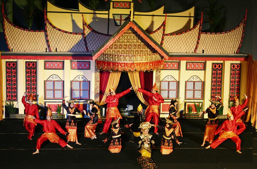 7. minangkabau dance via archipelagofastfact
