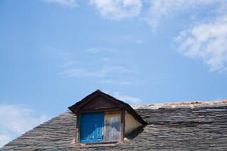 Изображение Puebla de Sanabria. blue sky españa window azul ventana cielo zamora puebladesanabria castillayleón sanabria puebadesanabria
