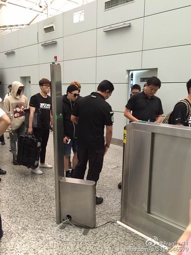 Big Bang - Guangzhou Airport - 01jun2015 - Fragile-BB - 04