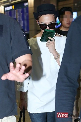 GDragon-IncheonAirport-backfromHongKong_20140806 (18)