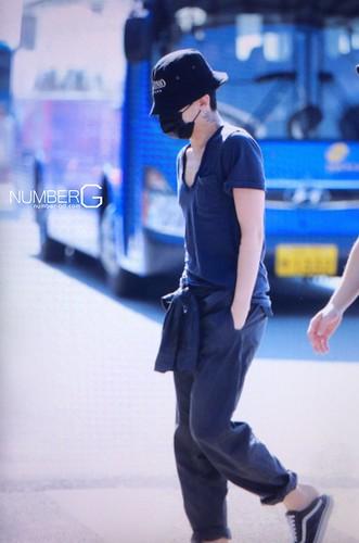 Big Bang - Incheon Airport - 05jun2016 - Number G - 02