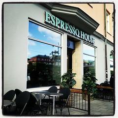 Nya uppdraget ger möjlighet att köpa med sig kaffe på vägen till kontoret. #win