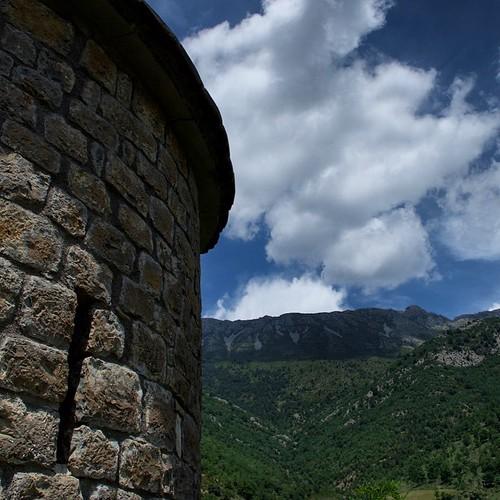 Románico en Llert. Lujo de día... #Pirineos #igersaragon #igershuesca #stress