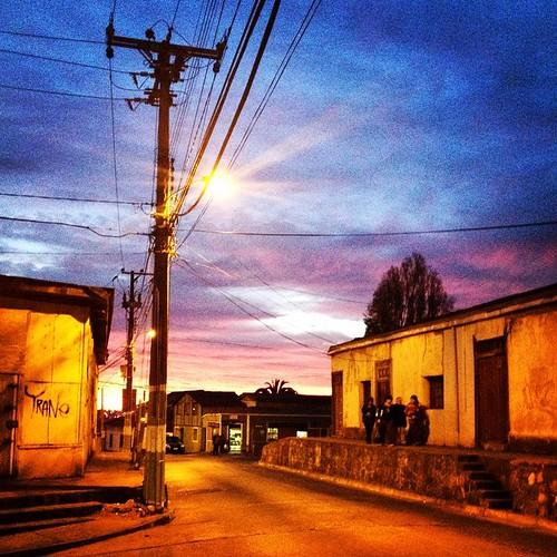 Caminando cerro abajo #Valparaíso #Chile 🚶