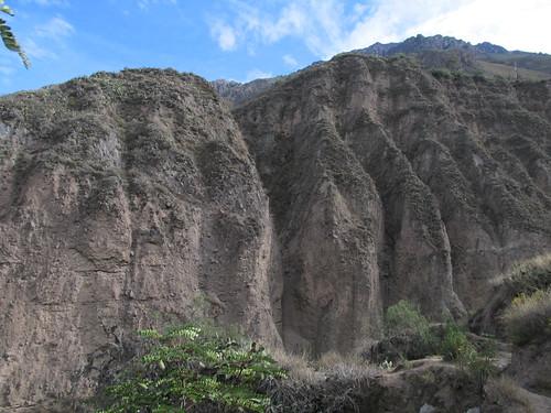Trek du Cañon de Colca: tombes incas (trous dans la montagne)