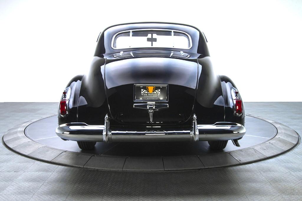 41030_M Cadillac Series 62 346CI Monobloc V8 3SPD Sedanette_Black