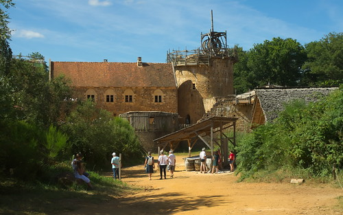 sony a500 1870 zoom fromraw rawtherapee holiday france bourgogne guédelon guedelon château chateau castle outdoor geotagged geo:lat=4758373 geo:lon=315562