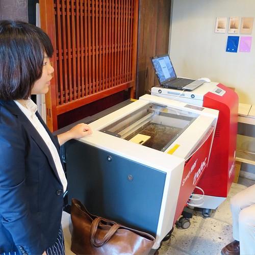 レーザーカッター。30wなので、アクリル板は5mmまでとのこと。 #FabLab鎌倉