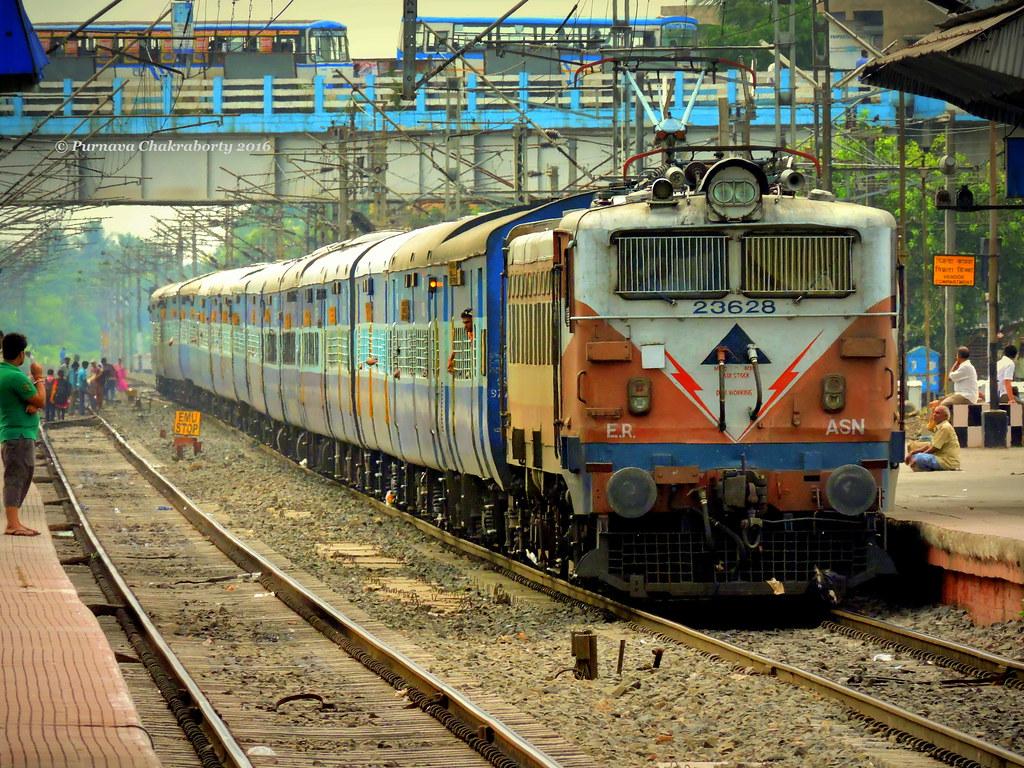 db484095cdf Indian Railways   Ahmedabad Kolkata Express enters Dankuni for turn out  towards Kolkata in a rainy