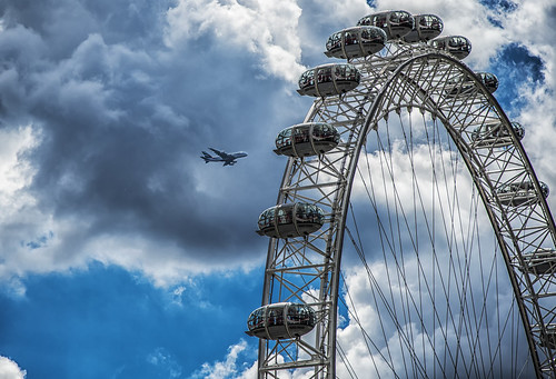 Airplane vs London Eye