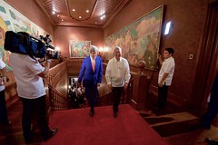 Philippines Foreign Secretary Perfecto Yasay guides U.S. Secretary of State John Kerry as they walk through the Malacañang Palace in Manila, Philippines, on July 27, 2016, before the Secretary held a working lunch with Philippines President Rodrigo Duterte. [State Department Photo/Public Domain]