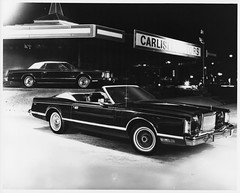 model car(0.0), full-size car(0.0), automobile(1.0), automotive exterior(1.0), lincoln motor company(1.0), lincoln mark series(1.0), vehicle(1.0), automotive design(1.0), monochrome photography(1.0), lincoln continental mark v(1.0), sedan(1.0), classic car(1.0), land vehicle(1.0), luxury vehicle(1.0), black-and-white(1.0), convertible(1.0),