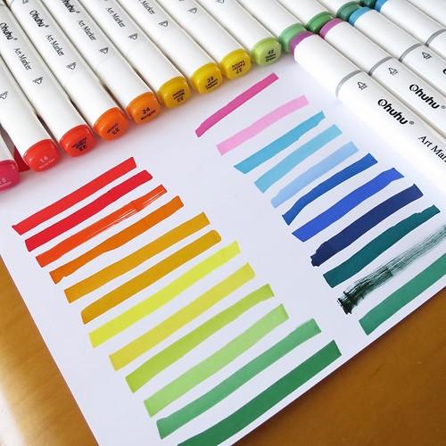 娘は、虹色を描くのが好き。いつの間にか並べて描いてた。