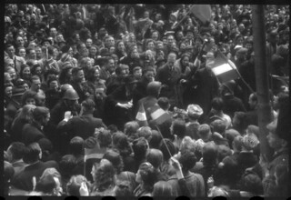 05-07-1945_07518S Britten op de Dam