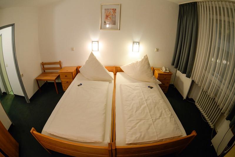 【床】再度是兩張單人床拼成的