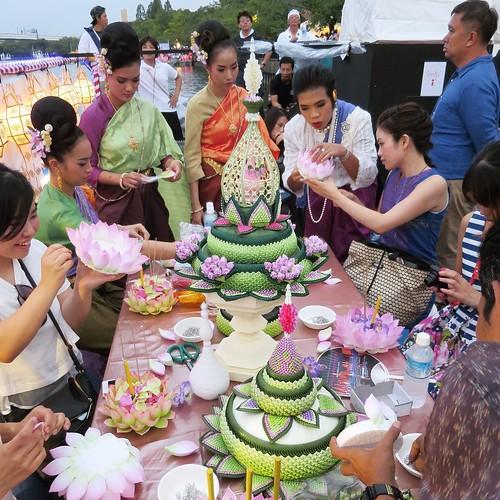 華やかなテーブル。ロイクラトンづくり体験。 #タイ観光アンバサダー