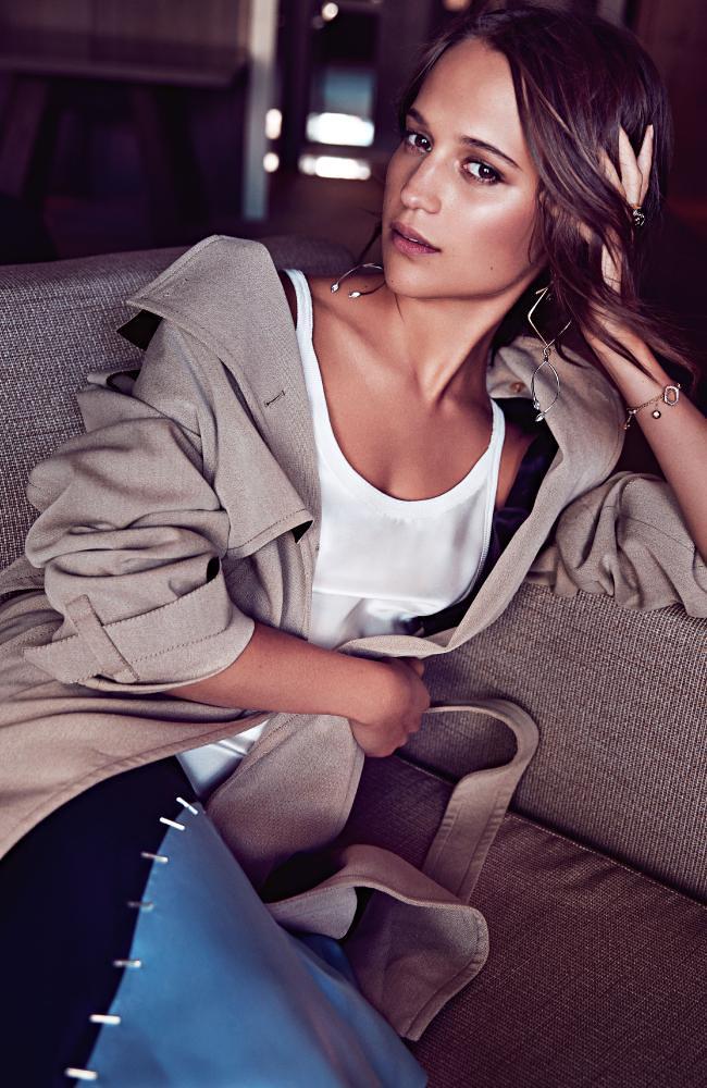 Алисия Викандер — Фотосессия для «Sunday Style» 2016 – 1