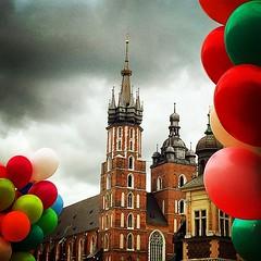 Rynek    #krakow #poland #church #sukiennice #balloons #sunday #love #color #architecture #gothic #towers #oldtown #iphone #maciekmacakphotography