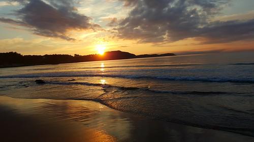 sunrise atlanticocean ingonishbeach water waves capebretonhighlands samsungs6edge cameraphone