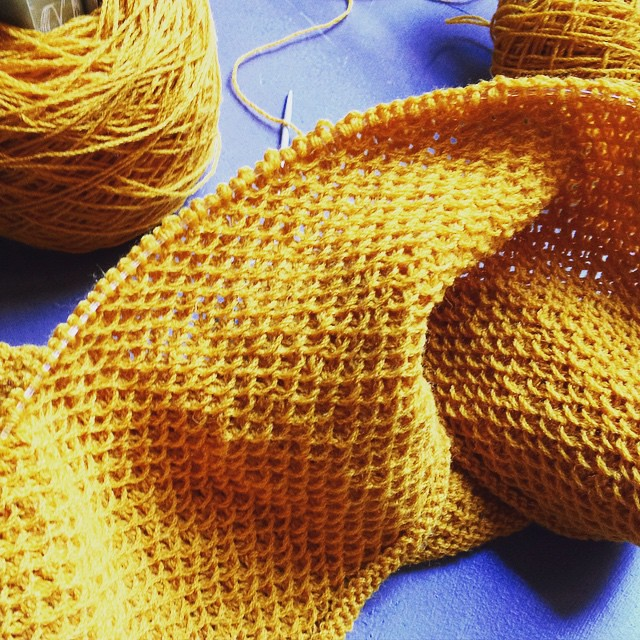 A #honeycowl is happening on my #knitting needles. #wool