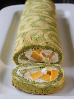 Matcha lattice roll with vanilla chantilly cream and mangoes