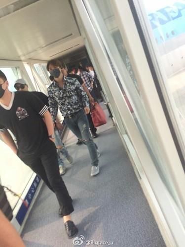 Big Bang - Tianjin Airport - 05jun2016 - Bigface_u - 01