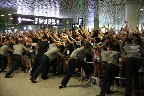 more BIGBANG arrival Shenzhen 2015-08-07 (19)