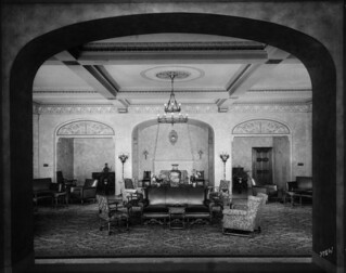 Bessborough Hotel - main lobby from the ladies lounge / Vue sur le grand hall de l'hôtel Bessborough à partir du salon des dames