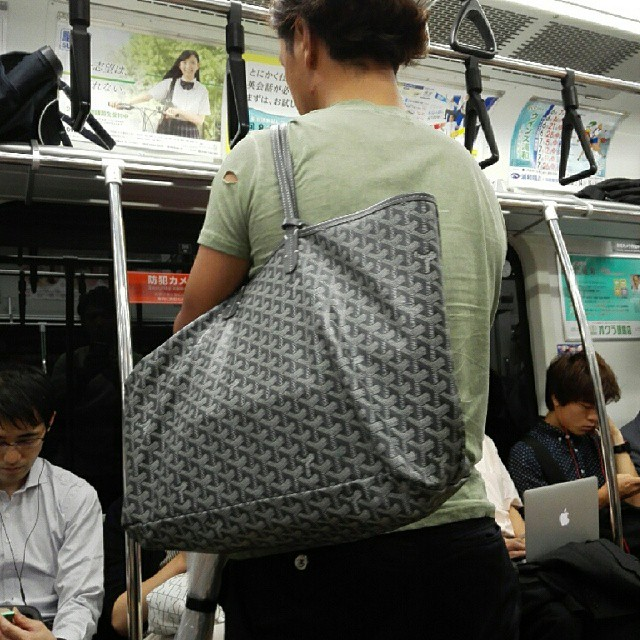 The chic and totally heterosexual Japanese man carrying a grey/taupe Goyard Saint Louis GM bag. #aillis #igdaily #igersjp #instagramhub #instagood #mine #like #follow #ignation #l4l #instagramlove #tagsforlikes #love #instadaily #instalove #instalike #ins