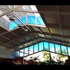 """Num rápido intervalo para um café, Momento pra """"sessão apreciar"""" a arquitetura do @shoppingcostadourada. #CaboDeSantoAgostinho"""