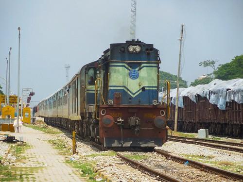ask arsikere indianrailways ir swr yeshvantapurshimoga yprsmet 16579 intercity express lhb ice kjm wdm3a alco 16670 krishnarajapuram