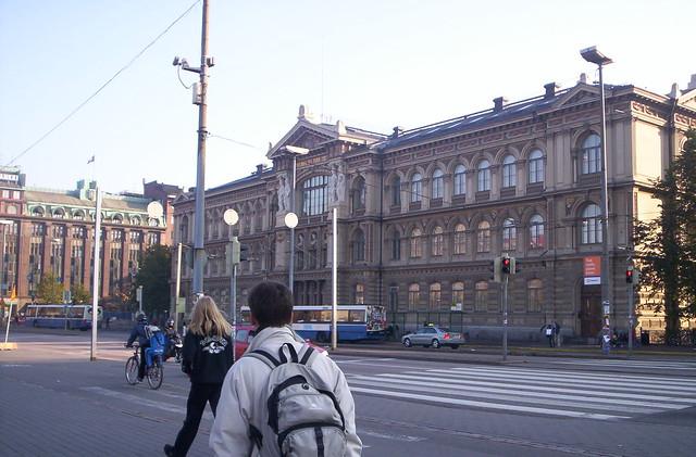 Museo Ateneum, frente a la estación de Tren
