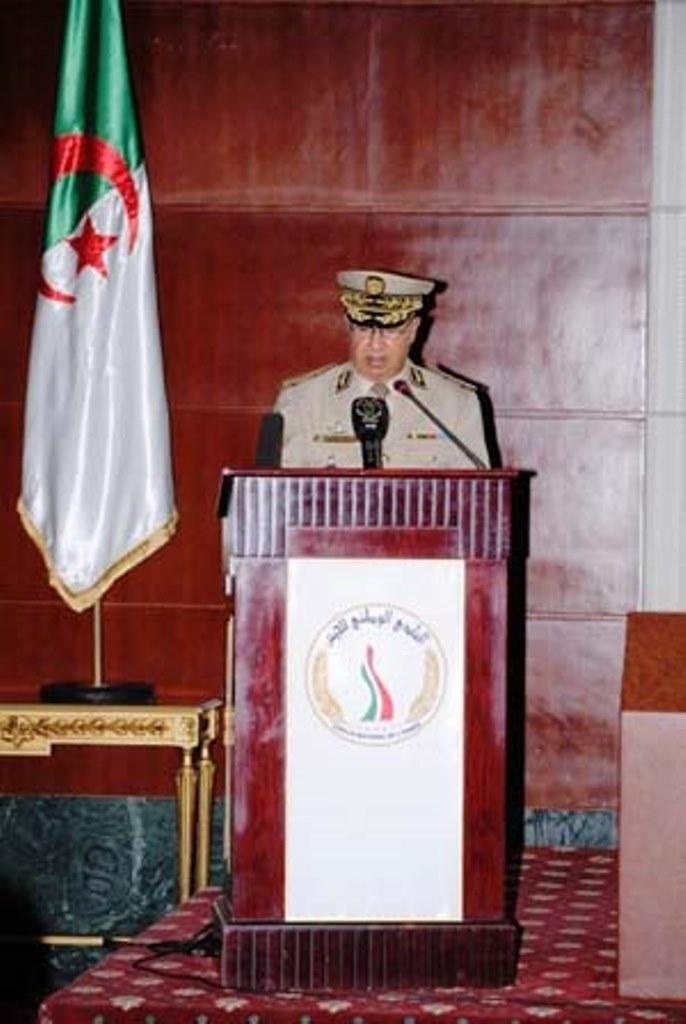 الجزائر : صلاحيات نائب وزير الدفاع الوطني - صفحة 3 29423473851_d29fdbb23b_o