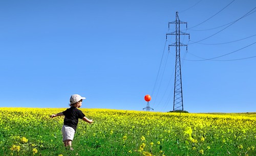 boy sky colour green grass yellow canon ball landscape hit meadow pole slovensko slovakia mast cloudless slowakei luka nebo trava staralubovna zelen 70d modra lopta plavnica lubovna staráľubovňa zlta canon70d canonofficial stoziar zasah bezoblacno