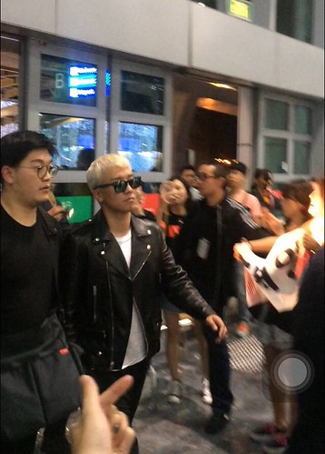 BIGBANG departure Macao to Seoul 2015-10-26 credit on pic