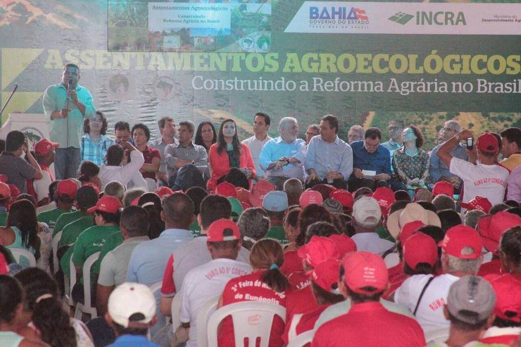 Valmir fala durante cerimônia do governo federal em Prado para assentados - FOTO Peter Shilton.jpg