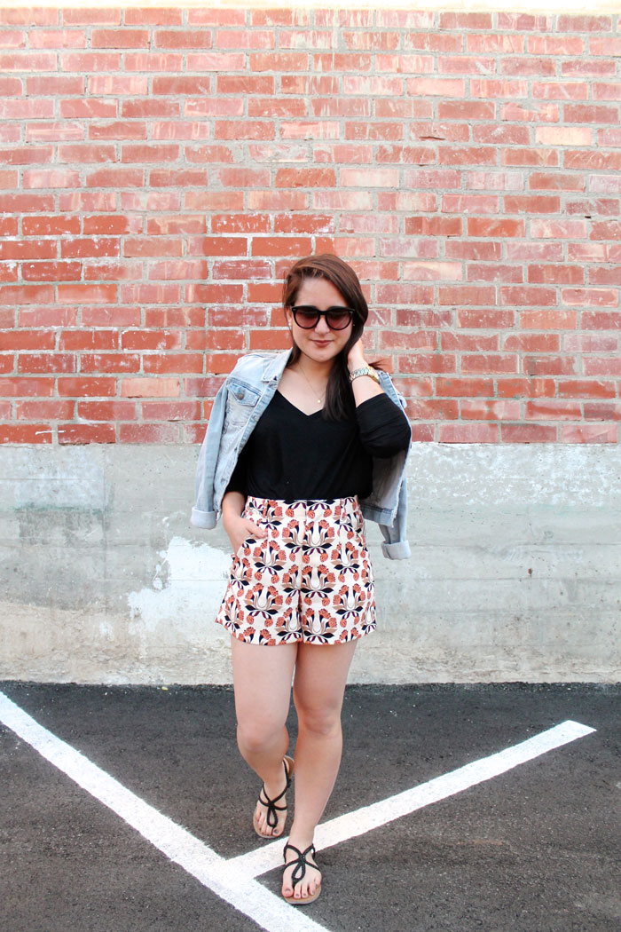casual spring look: Zara printed shorts + denim jacket