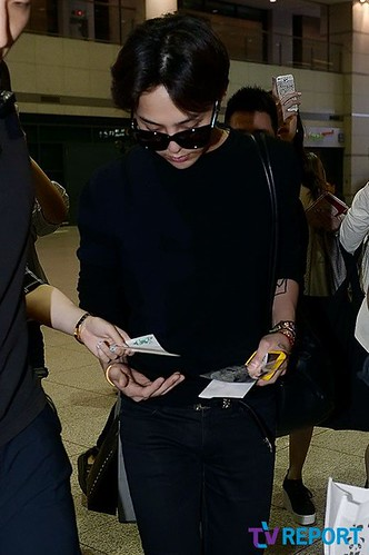 gdragon_return_from_chengdu_incheon-20140615 (5)