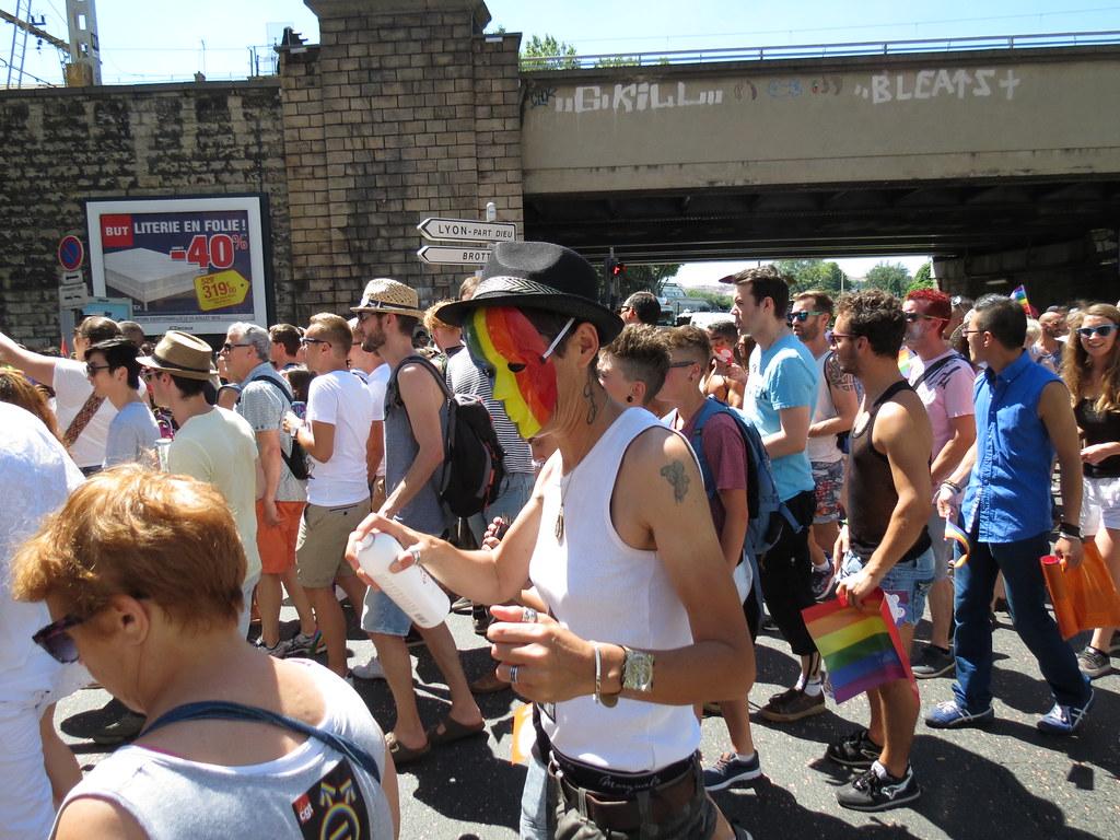 rencontre tel gay pride à Brive la Gaillarde
