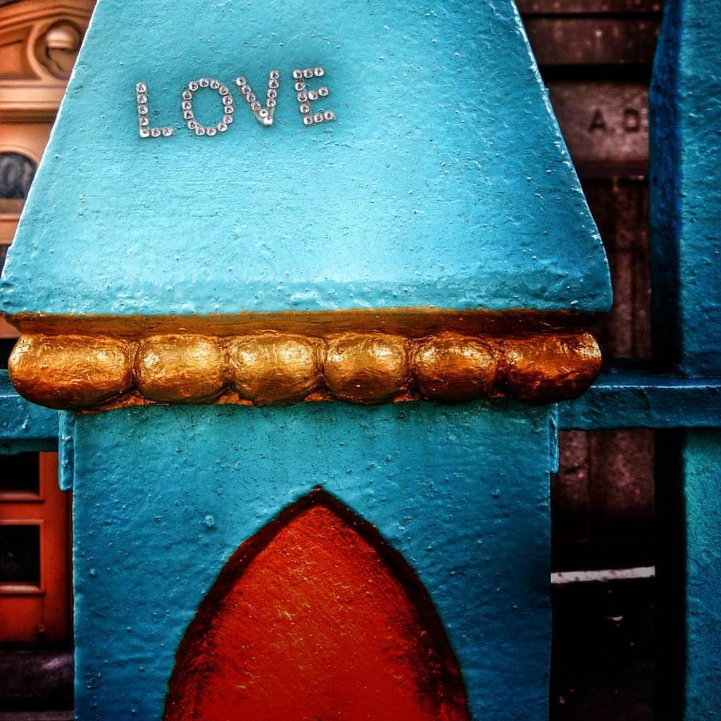 Love is everywhere  #love #word #letters #newyork #nyc #newyorkcity #colorful #colors #Travel #travelgram #trip #absurd #pretty #iloveny #ilovenyc #newyorkphoto #instacool #instanewyork #mynyc #bigapple #thebigapple