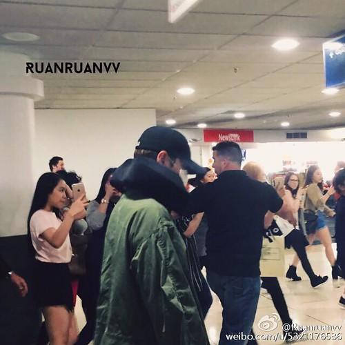 BIGBANG Arrival Melbourne 2015-10-20 (14)