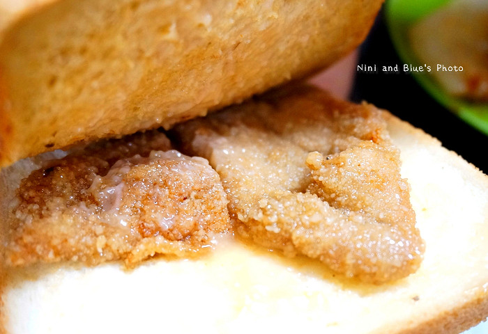 17972814174 3a7f352ce2 b - 謝氏早點,台中人的老味道,麵糊蛋餅與肉排三明治,台中火車站附近