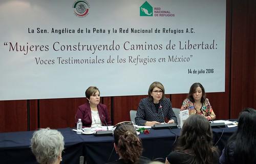 """El día 14 de julio del 2016 se llevó a cabo en el Senado de la República la presentación del libro """"Mujeres construyendo caminos de libertad: voces testimoniales de los refugiados en México"""""""