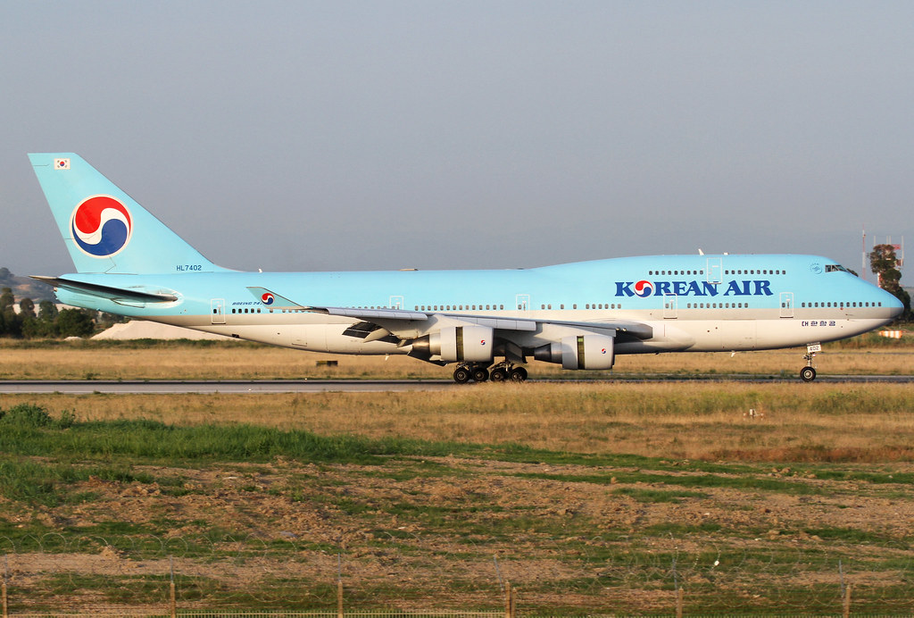KE931 from Seoul ICN slowing down on RWY16R in the evening. Delivered 12/1998.