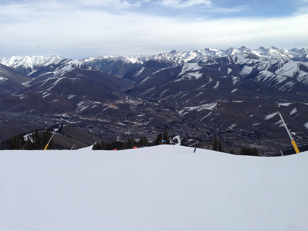 Skiing down from the Summit
