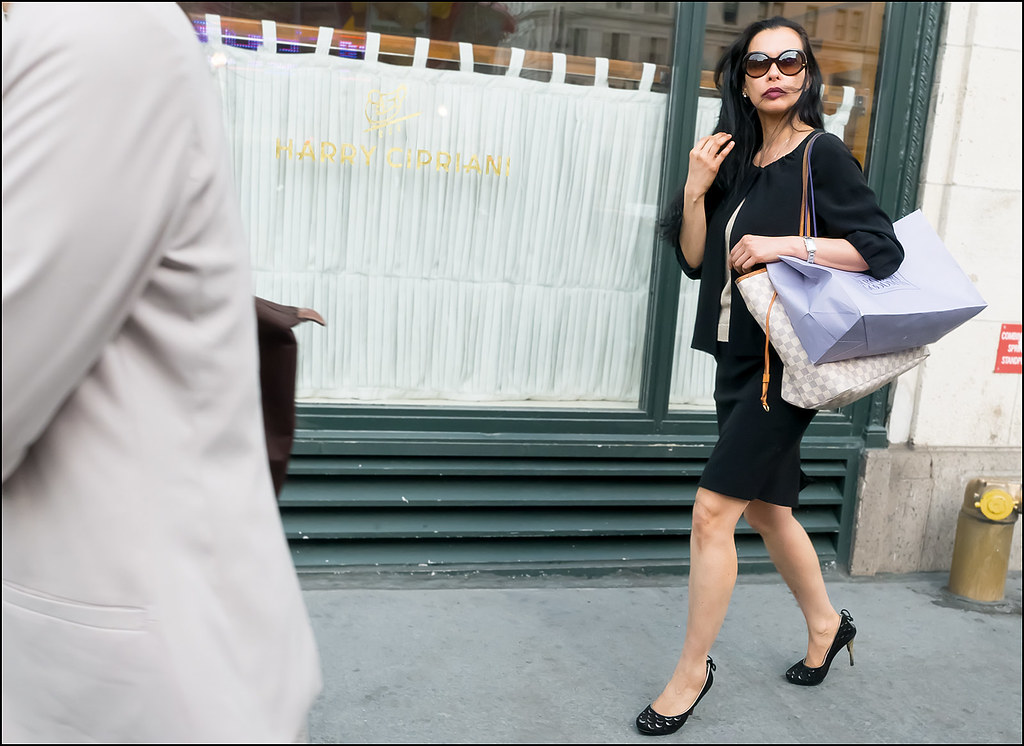 SS5-15 12w black dress suit black print heels louis vuitton bag bergdorf goodman bag big sunglasses