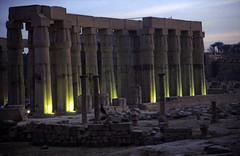 Ägypten 1999 (229) Tempel von Luxor: Hof Amenophis III.
